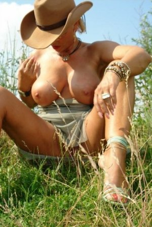 Nousra fetish escort in Großbeeren, BB
